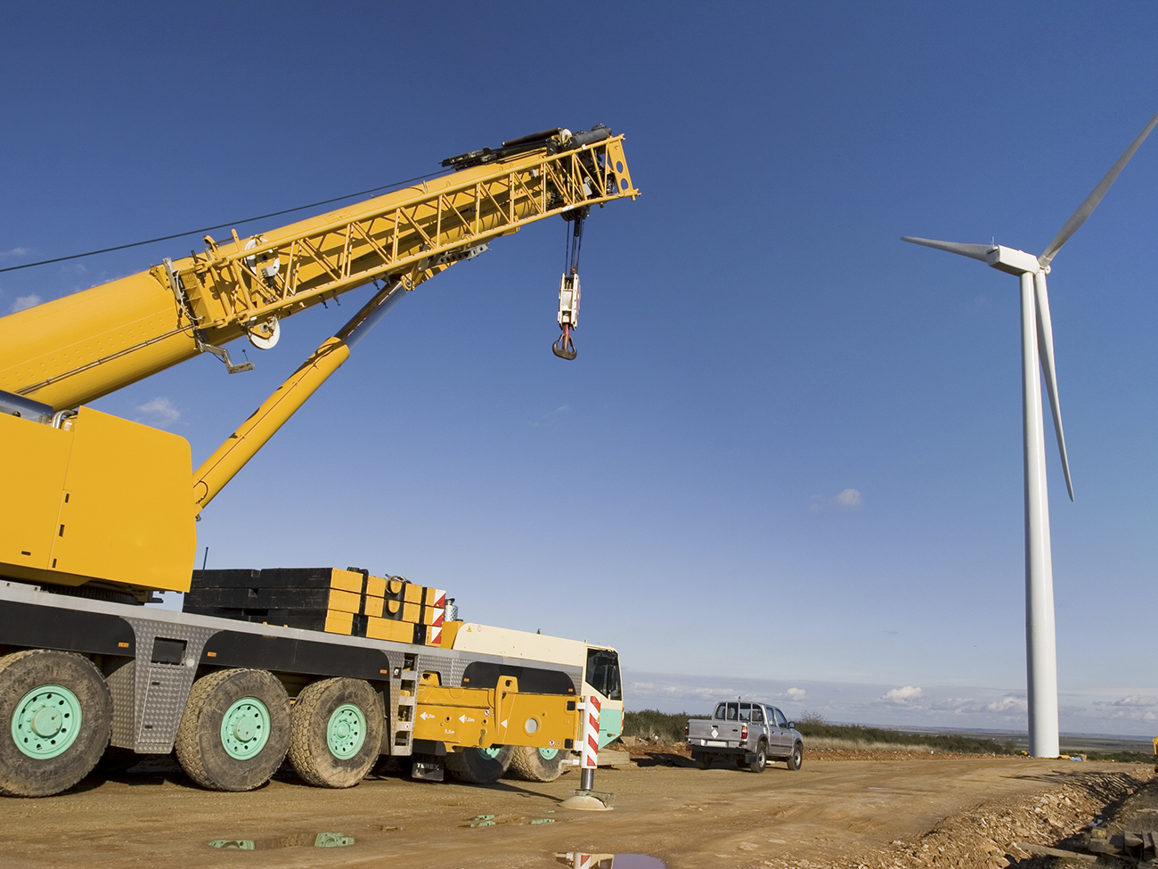 Heavy Lifting Made Easy with Steel Cranes_2