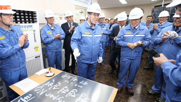 POSCO CEO Ohjoon Kwon at the non-oriented silicon steel facility with employees