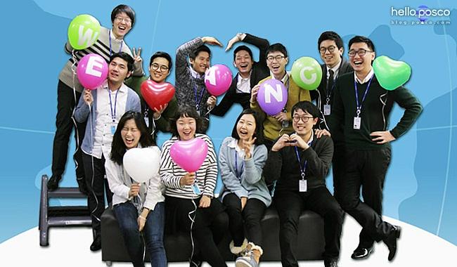 포스코A&C 신입사원 열두 명의 단체 사진