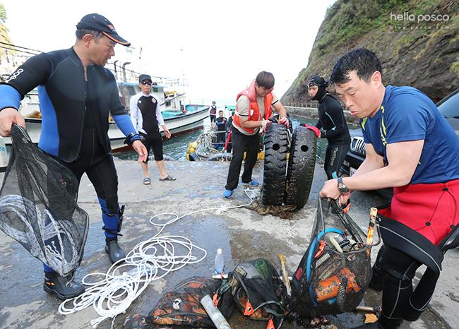 바다를 청소하는 해양봉사단