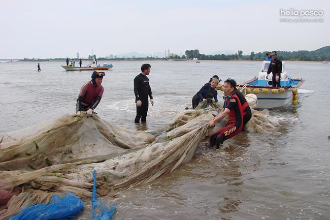 바다를 청소하는 사람들