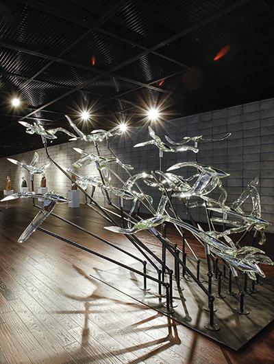 사이, 유리(블로잉 기법), 스테인레스 스틸, 철, 250×400×400cm
