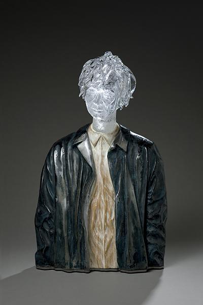 가죽자켓 입은 남자, 유리(캐스팅과 블로잉 기법), 나무(조각과 채색), 70 x 40 x 22cm, 2017