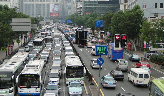 중국 상해의 러시아워 교통체증