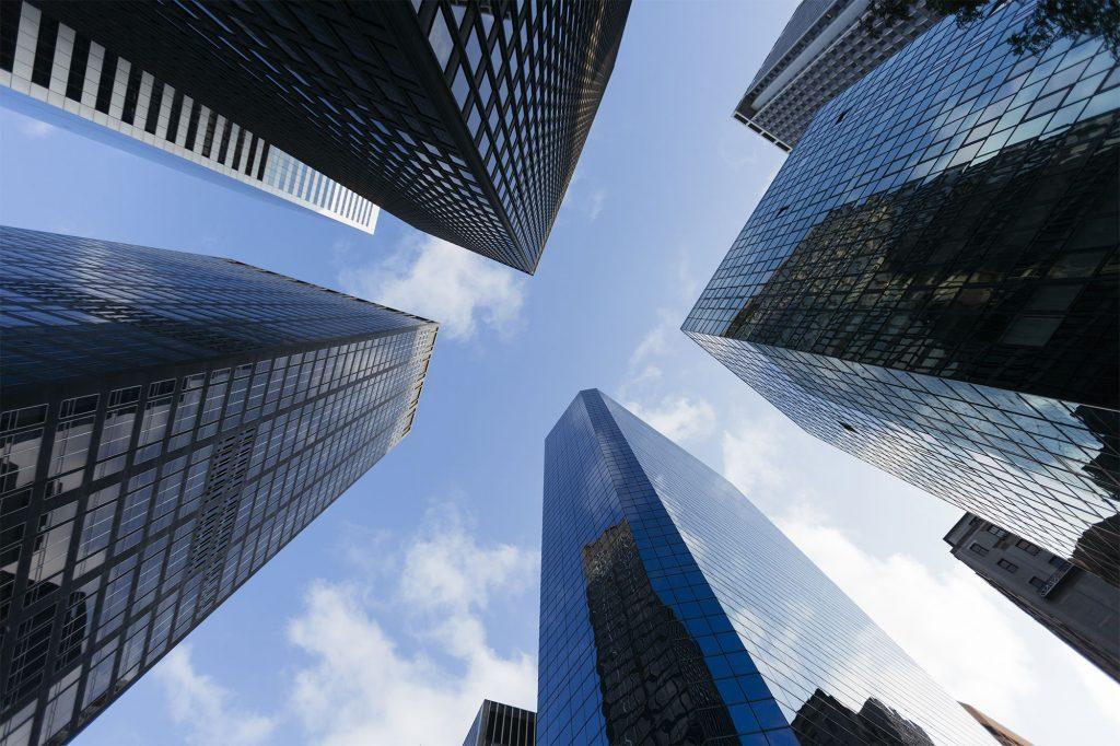 높은 빌딩이 모여 있는 이미지