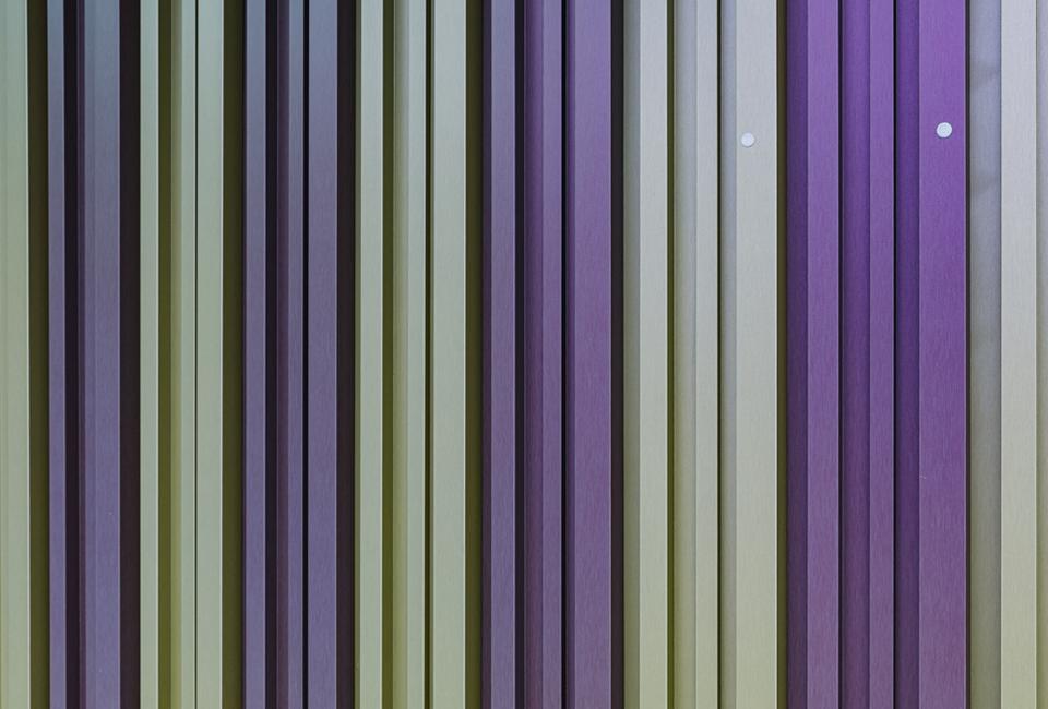 하나의 강대에 여러가지 색상을 표현한 포스코강판의 다색강판