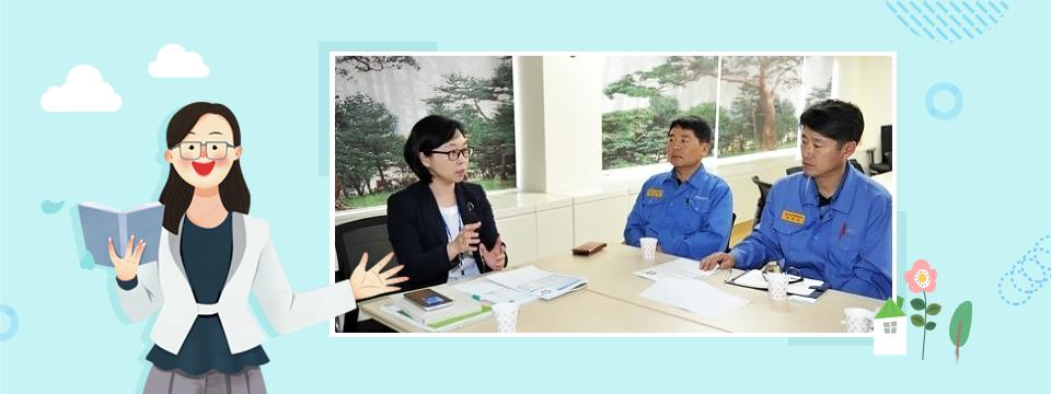 직원들과 심리 상담을 하는 김석미 심리상담사의 모습