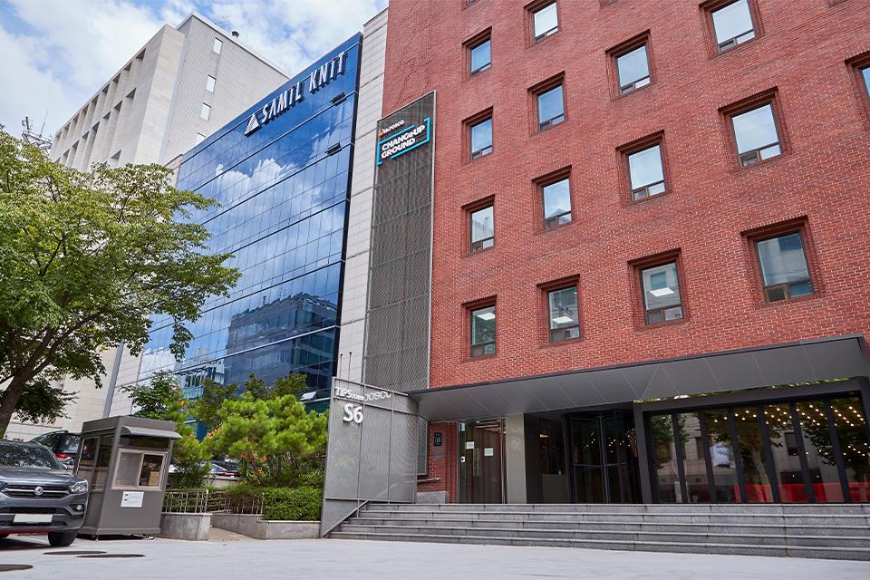 역삼에 위치한 팁스타운 S6에 해당하는 체인지업 그라운드 건물 전경이다.