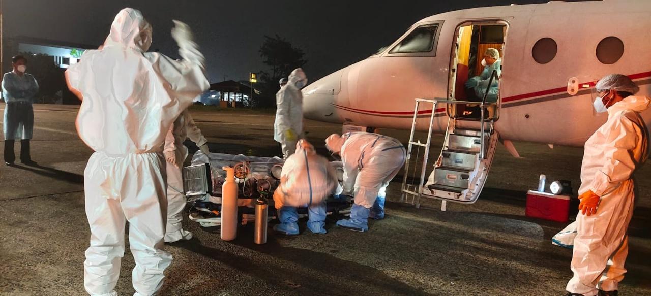 포스코그룹 인도네시아 주재 코로나19 확진 직원이 응급환자 긴급 수송항공기인 에어앰뷸런스에 탑승해 긴급하게 한국으로 후송되고 있는 사진이다.