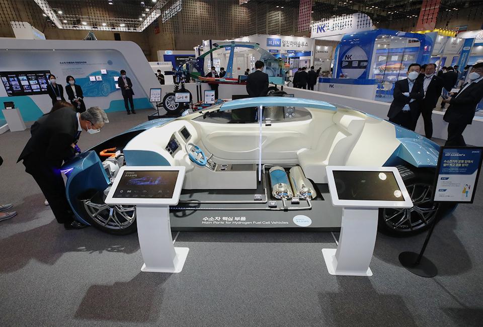 수소모빌리티쇼에 전시된 수소 차의 핵심부품을 보여주는 모형