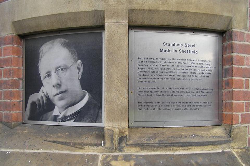 해리 브릴리의 기념비 사진이다.